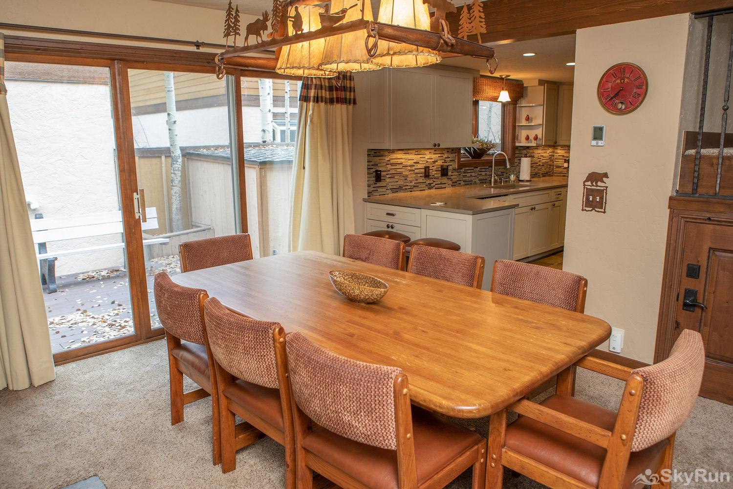 12 Riverbend Townhomes Dining Area