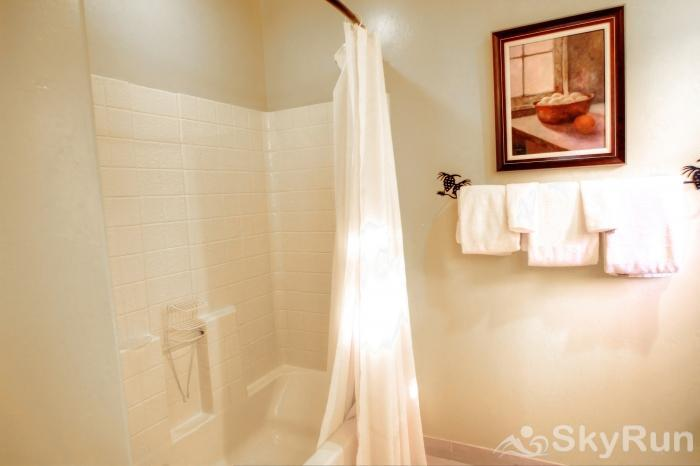 1717 Geneva Drive W Master Ensuite Bathroom