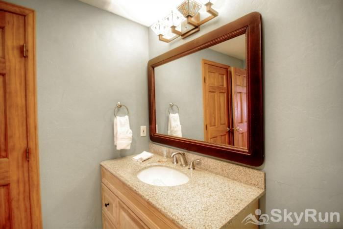 1717 Geneva Drive W Hall Bathroom